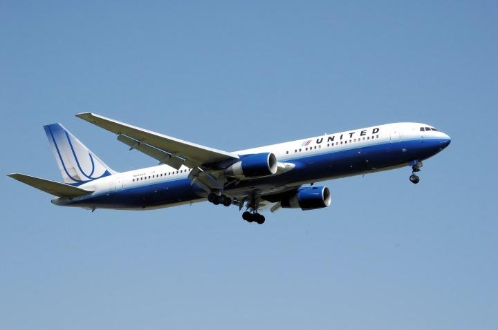 airplane-744865_1280
